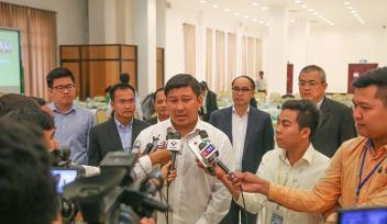 Minister of Enviornment and NCSD chair with the press during 2nd NCSD meeting, Oct 3, 2017